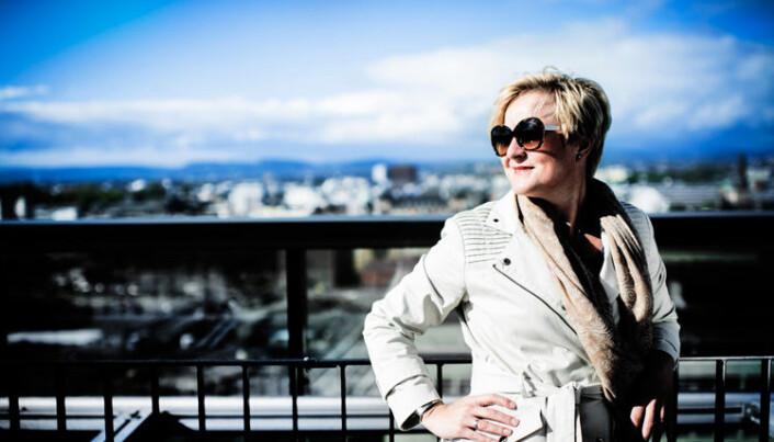 Helga Aune fikk Yrkesorganisasjonene sentralforbunds likestillingspris for sitt mangeårige arbeid for likestilling i 2013, samme år som hun ga ut boken Deltidsarbeid – vern mot diskriminering på strukturelt og individuelt grunnlag (Cappelen Damm Akademisk forlag).