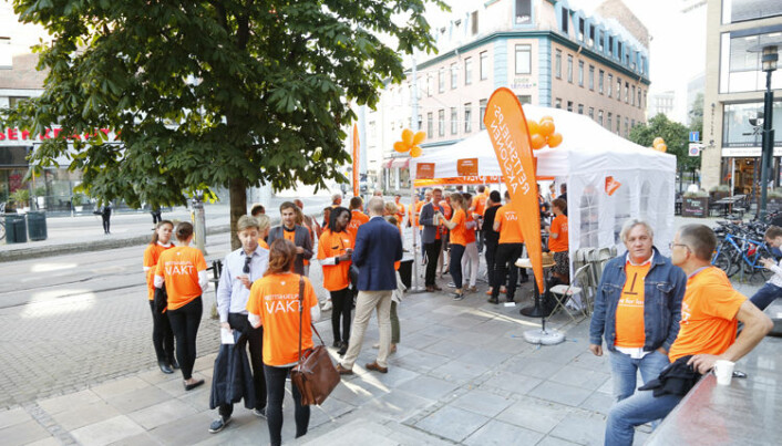 Ett av kravene i fjorårets Rettshjelpsaksjon var forhandlingsrett for advokater. Her fra aksjonen foran Oslo tinghus. Foto: Monica Kvaale