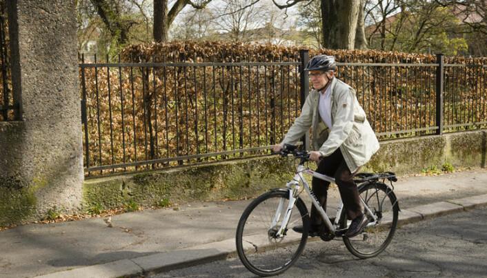 Erik sykler på jobb, og til og fra oppdrag rundt om i byen.