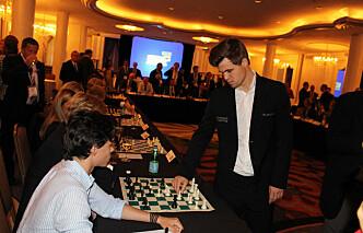 Carlsen knuste 18 advokat-landslag - på en gang