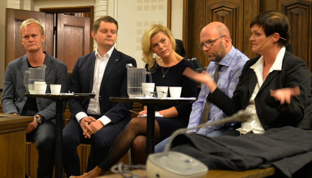 – Dommerstanden er kompetent til å vurdere hva som er riktig straff, mente Mette Yvonne Larsen, som spilte tiltaltes forsvarer (til høyre). Fra venstre Hans Fr. Marthinussen, Peter C. Frølich, Jette Christensen og Brynjar Meling.