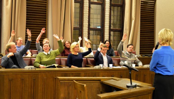 Merete Smith ledet avstemningen, og politikerjuryen dømte skyldig.