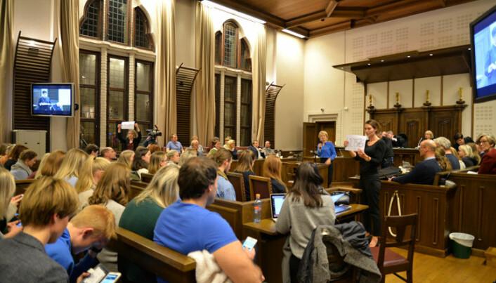 Publikum kunne via sine mobiler stemme skyldig / ikke skyldig, og fikk også spørsmål om straffens lengde.