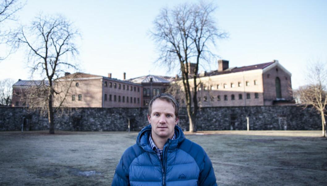 Advokat Bendik Falch-Koslung er leder for Advokatforeningens isolasjonsgruppe, som jobber for å få bukt med ubegrunnet isolasjon.