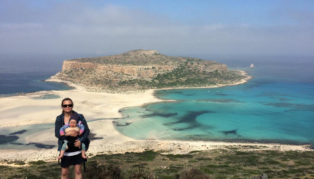 Partner ved Wikborg Reins London-kontor, Birgitte Karlsen avsluttet mamma-permisjonen med en tur til Kreta. Foto: Privat