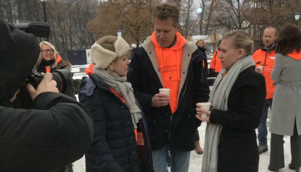 - Det er veldig mange gode argumenter for å gi advokater forhandlingsrett, sier Lene Vågslid (til høyre). Her med Merete Smith og Jens Johan Hjort.