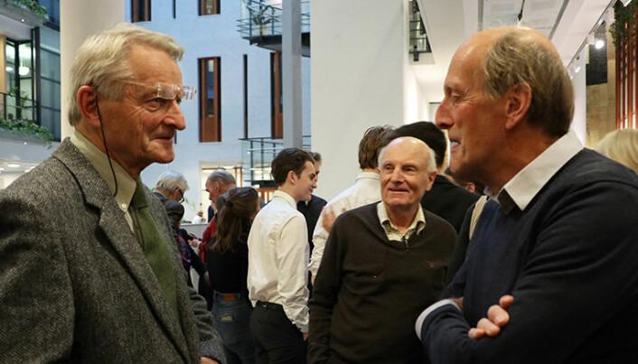 Ketil Lund var en populær mann blant de mange klima-forkjemperne på tilhørerbenken. Her med Steinar Winther Christensen til høyre.
