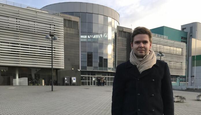 <html><head></head><body> I POLEN: Advokatbladets journalist Henrik Skjevestad var nylig i Katowice for å intervjue advokater og dommere som er opptatt av rettssikkerhet.</body></html>