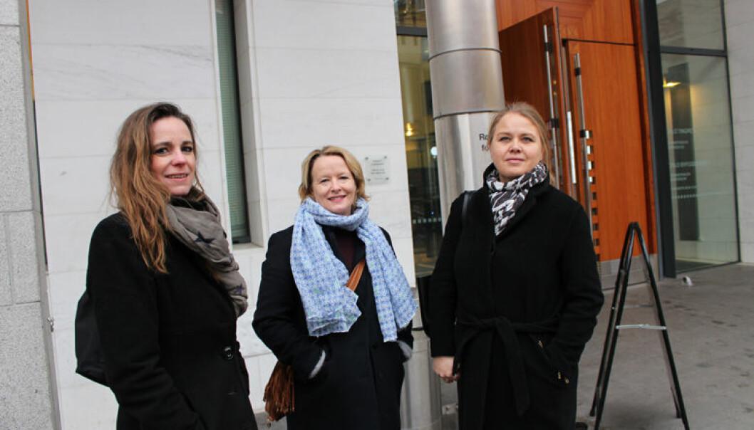 Advokat Cecilie Nakstad (fra v.) med prosjektleder Berit Johannessen og prosjektmedarbeider Nina Søndersrød fra Politidirektoratet.