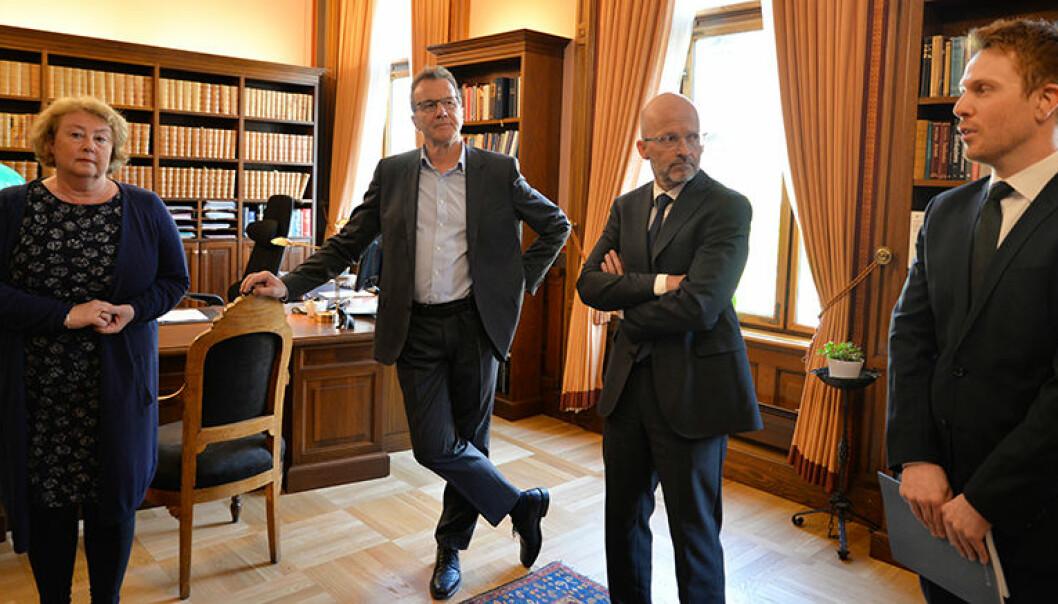 Veilederen er et produkt samtlige dommere i Høyesterett står bak, fortalte Toril Marie Øie og dommerne Wilhelm Matheson og Per Erik Bergsjø. Til høyre Knut André Aastebøl fra utredningsenheten.