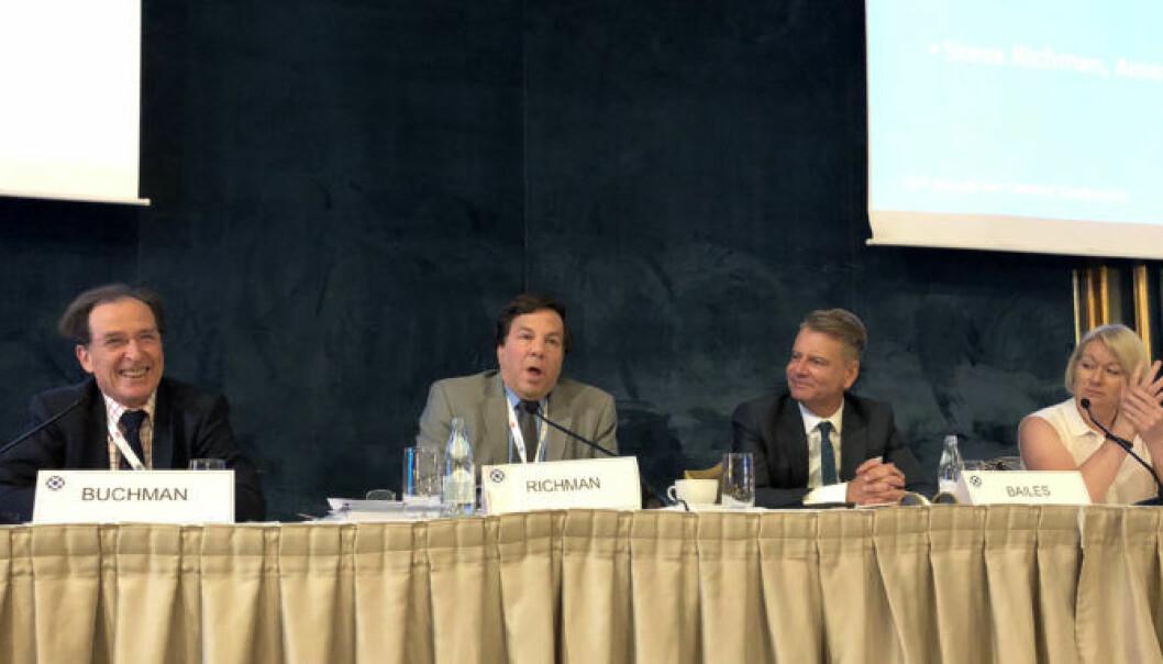 Louis Bernard Buchman, Steven Richman, Morry Bailes og Allison Hook var enige om at flere advokatforeninger må legge større vekt på det globale markedet for juridiske tjenester.  Foto: Thea N. Dahl