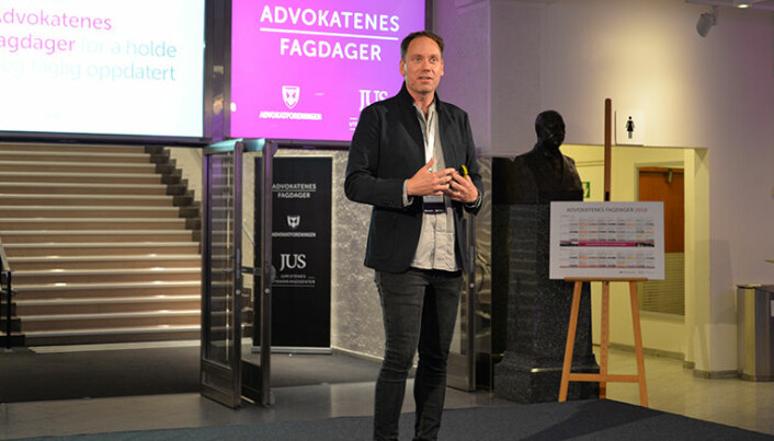 <html><head></head><body> Legal tech-ekspert, Eric Vermeulen, oppfordret advokatene til å sette seg inn mulighetene digitaliseringen åpner for. Foto: Nina Schmidt</body></html>
