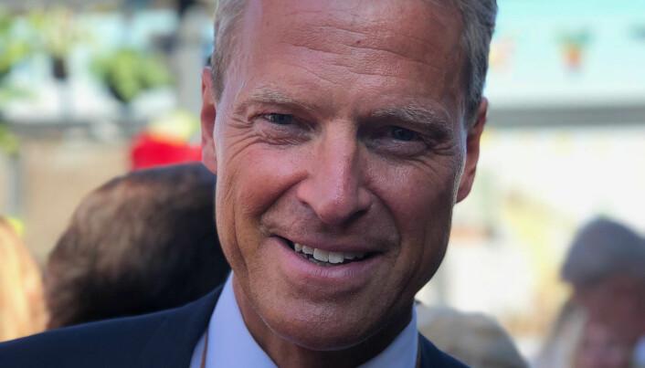 SOLBRUN: Advokatforeningsleder Jens Johan Hjort koste seg i Oslo-varmen.