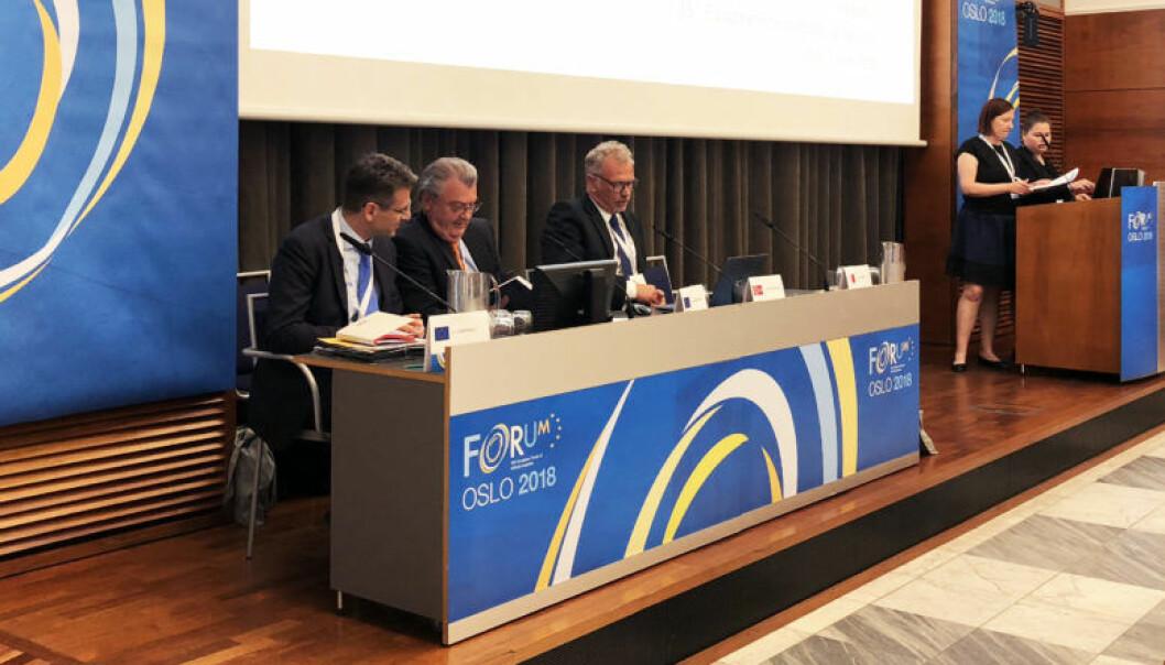 Luca Martinell, assistent til greneraldirektøren, EU-kommisjonens Rudolf Strohmeier og administrerende direktør for Lovdata, Odd Storm-Paulsen.