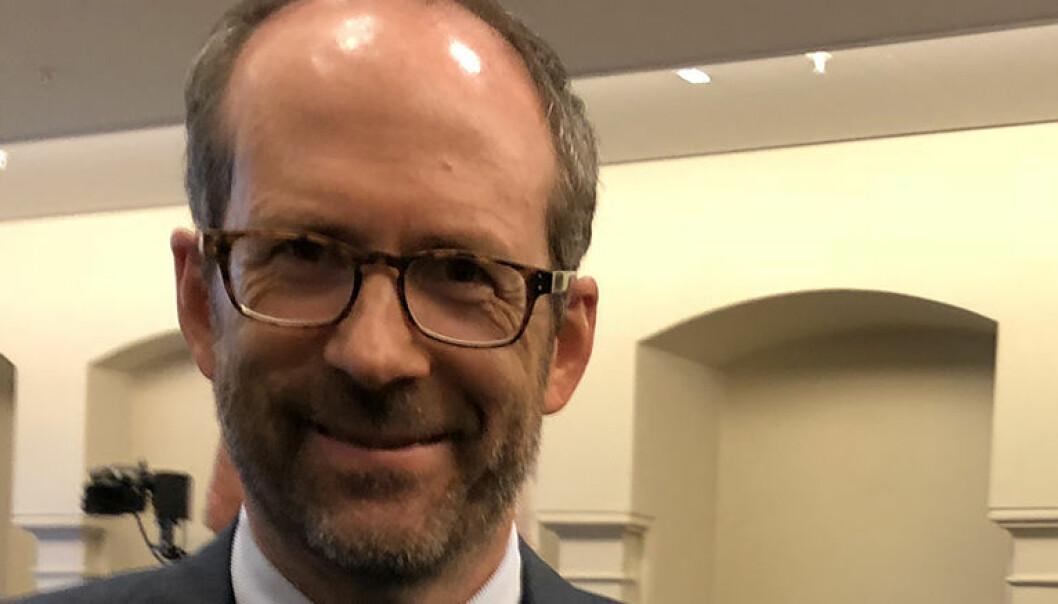 Advokat og professor i arbeidsrett Jan Fougner minner om at arbeidsforhold er noe annet enn oppdragsforhold.