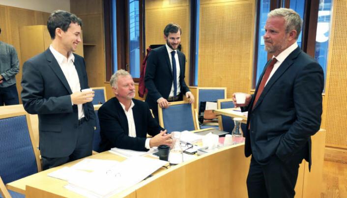 <html><head></head><body> Advokat Jon Wessel-Aas (t.h) var Lovdatas advokat i saken. Her sammen med juridisk konsulent i Lovdata, Vegar Robertsen (f.v), direktør i Lovdata Odd Storm-Paulsen og advokat Vegar Waage i forbindelse med de muntlige forhandlingene i saken, som fant sted i slutten av august. Foto: Thea N. Dahl</body></html>