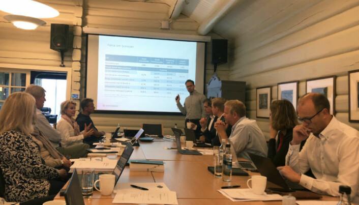<html><head></head><body> Politisk rådgiver Martin Kaasgaard Nielsen i Advokatforeningen la frem funnene for hovedstyret.</body></html>