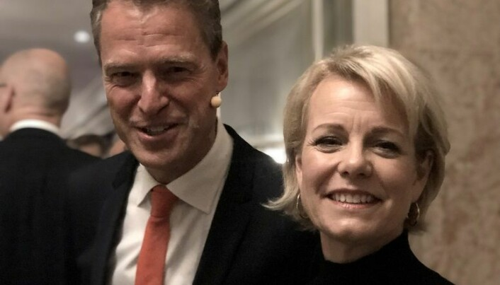 <html><head></head><body> Leder i Advokatforeningen Jens Johan Hjort og generalsekretær Merete Smith ønsket velkommen på Grand Hotel. Foto: Thea N. Dahl</body></html>