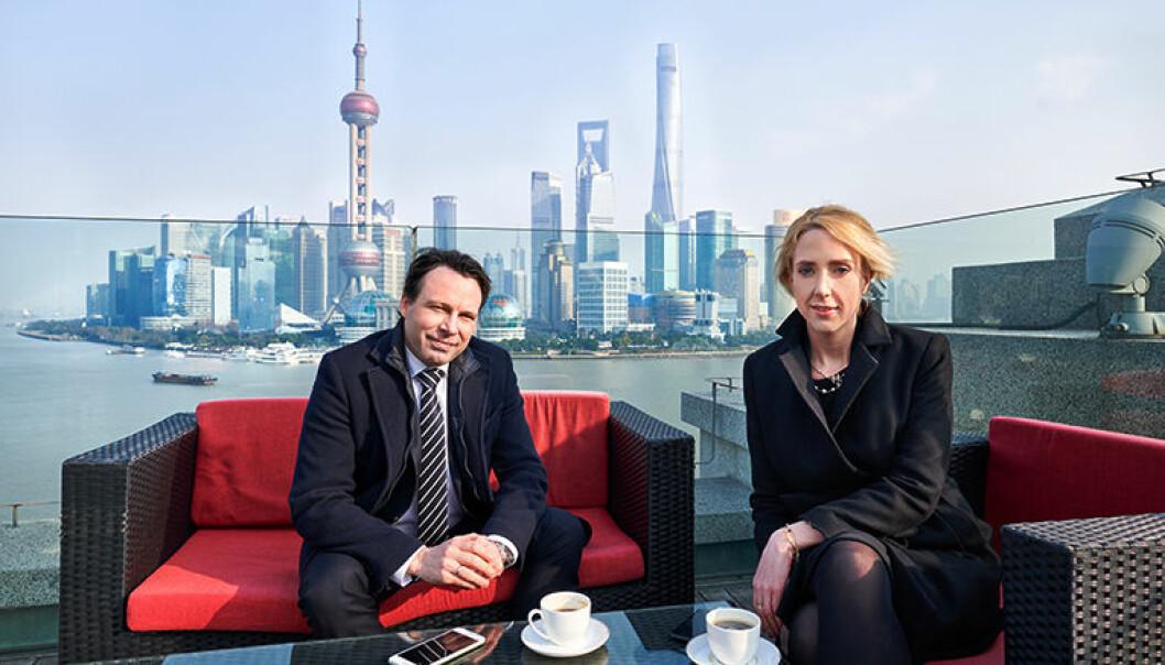 Sjef for Wikborg Reins kontor i Shanghai, Christian James-Olsen og advokat Therese Trulsen i Shanghai. Trulsen snakker flytende kinesisk, og er utdannet i Kina. Foto: Markovic Nebojsa