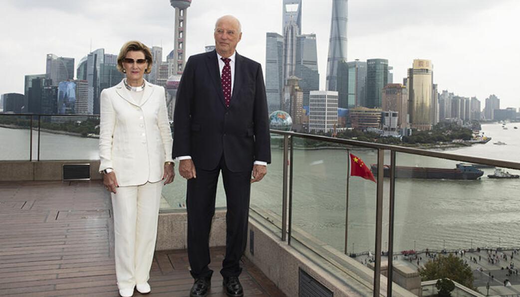 Kong Harald og Dronning Sonja holdt pressemøte på denne spektakulære terrassen i Shanghai. Foto: Tom Hansen / Innovasjon Norge