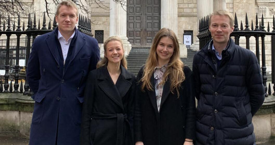 Advokatfullmektigene (f.v.) Simon Ulleland, Linn Andrea Nordhus, og Miriam Eriksen var sammen med Lars Eirik G. Røsås de ansatte ved Thommessens London-kontor pr. desember 2018.