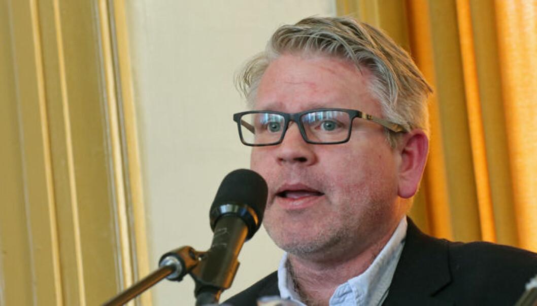 Professor og studiedekan Erling Hjelmeng ønsker å endre ordningen med blind klagesensur. Foto: Henrik Skjevestad