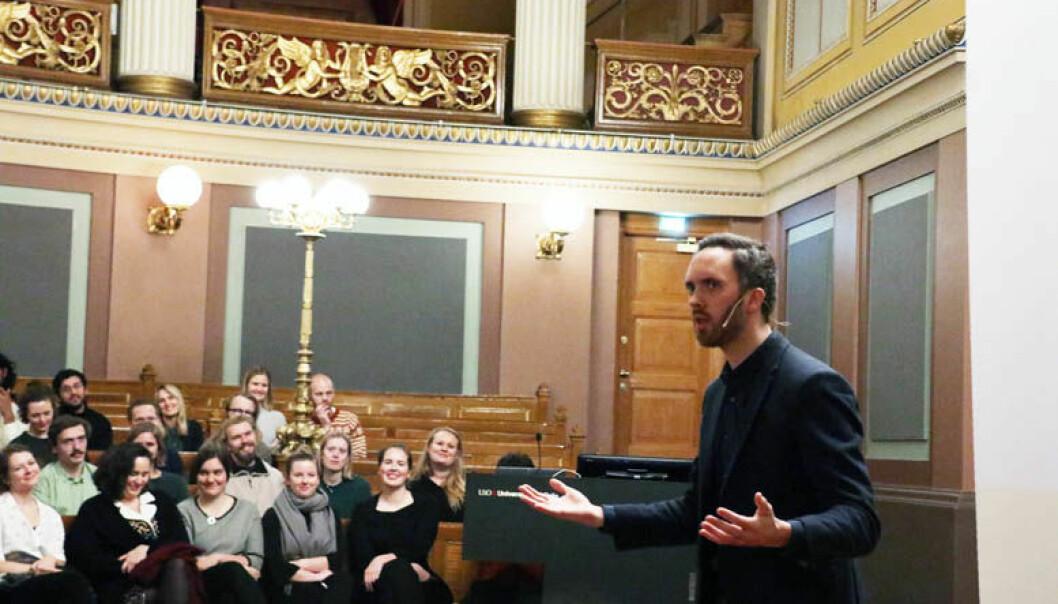 Thomas Bye sin forestilling om justismord berørte de drøyt tre hundre oppmøtte i Gamle festsal ved Universitetet i Oslo.