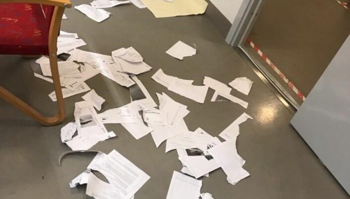 I løpet av minuttene Marte Svarstad Brodtkorb var innelåst med den aggressive klienten, rakk han å rive i stykker alle saksdokumentene. Foto: Privat