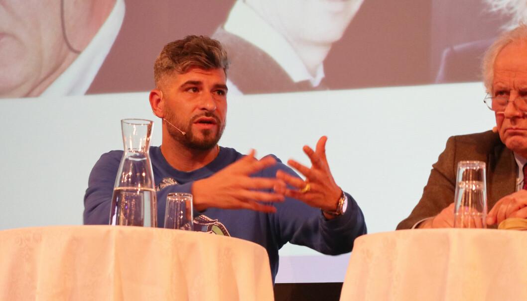 - Debattklimaet blir heftigere på nett, sa NRK-programleder Leo Ajkic. Her med William Nygaard. Foto: Henrik Skjevestad