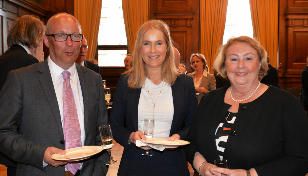 Advokat Camilla Vislie med høyesterettsdommer Borgar Høgetveit Berg og justitiarius Toril Marie Øie.