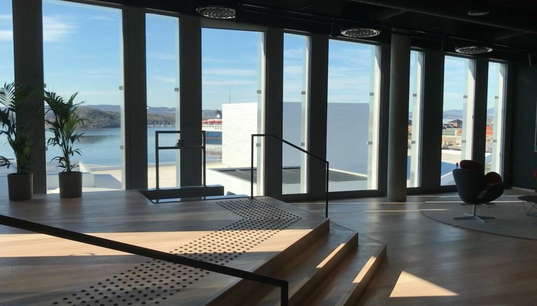 Et luftig resepsjonsområde møter gjestene i toppetasjen i Diagonale-bygget.