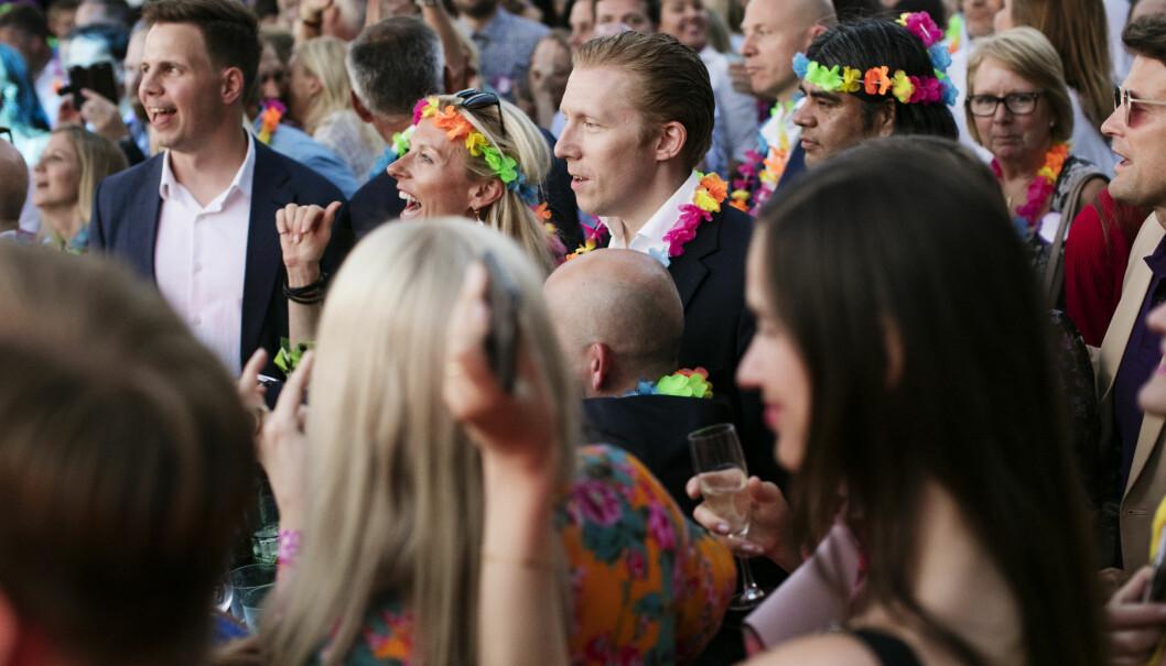 God stemning på advokatfesten i fjor, der artisten Halie og deretter Postgirobygget løftet stemningen. Foto: Monica Kvaale.