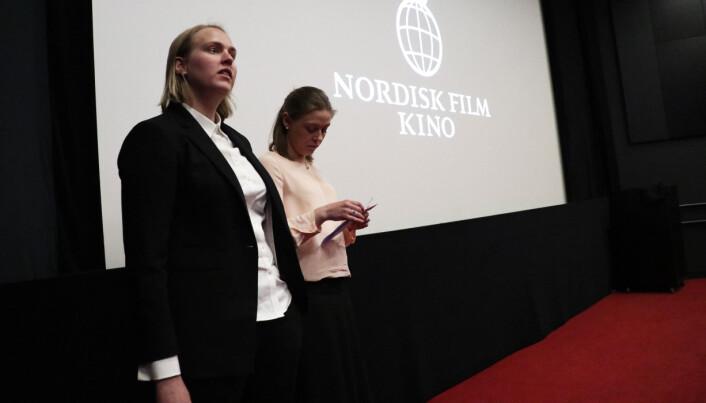 Mari Gjefsen og Gabrielle Risøe i Thommessens kvinneutvalg ønsket velkommen.