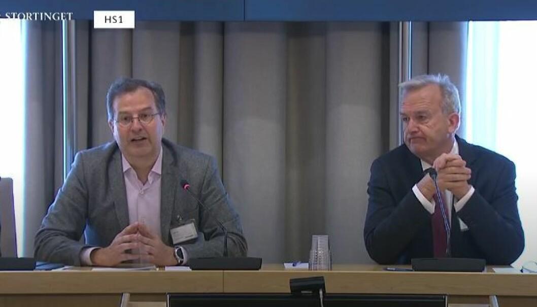 Advokat Anders Brosveet og riksadvokat Tor-Aksel Busch i Stortingets høring. Busch stilte spørsmål om forslaget er en konsekvens av misnøye med at påtalemyndigheten i 22.juli-saken konkluderte med at Anders Behring Breivik var utilregnelig.