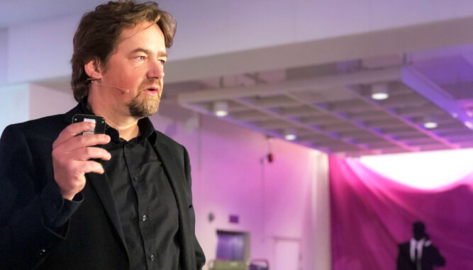 Nils Brenna jobber i dag med TV Norge-programmet «Brille» og radioprogrammet «Sånn er du» på NRK.