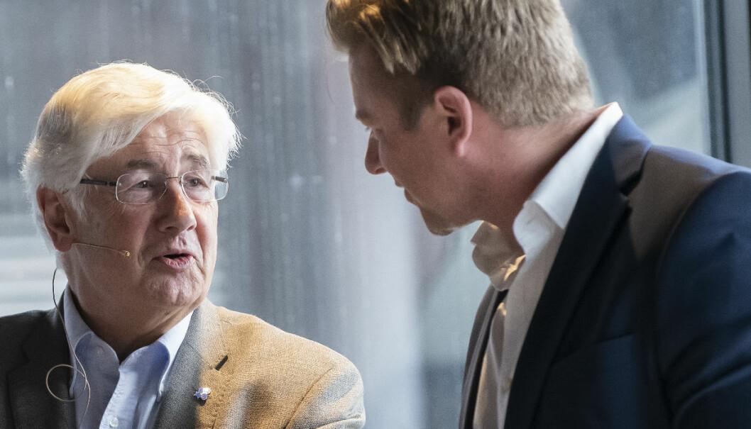 Professor emeritus Stein Evju innledet. Her i samtale med arrangør Ole André Oftebro fra Ræder. Foto: Katrine Lunke