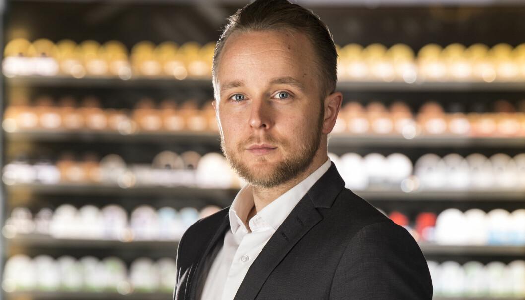 Erlend Wessel Carlsen var frem til utgangen av 2016 redaksjonssjef for Finansavisen Jus, og hadde ansvaret for Advokatundersøkelsen fra 2008 til 2016. Han har vært kommentator i Advokatbladet siden 2017.