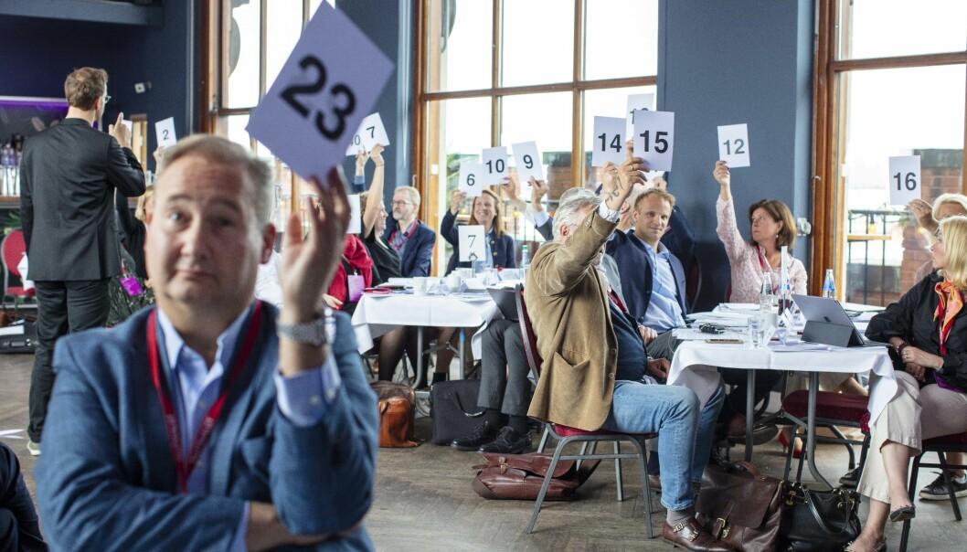 Opprettelsen av arbeidsutvalget ble vedtatt med knappest mulig flertall på årets representantskapsmøte, som ble avholdt på toppen av Folketeaterbygningen på Youngstorget i Oslo den 23.mai. Foran til v. Kyrre Osmundsen, leder av Trøndelag krets. Foto: Monica Kvaale