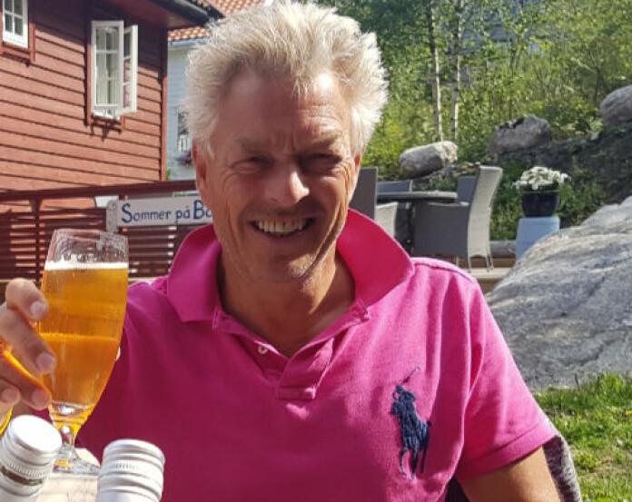 Haugesund-advokat Erik Lea kommer i feriemodus med en god øl. Foto: Privat