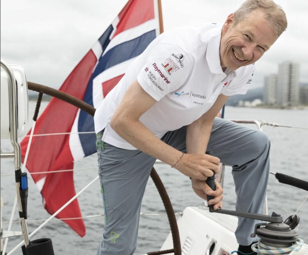 Advokat Finn Eide ser frem til å tilbringe deler av sommerferien på sjøen - og er forberedt på all slags vær. Foto: Privat