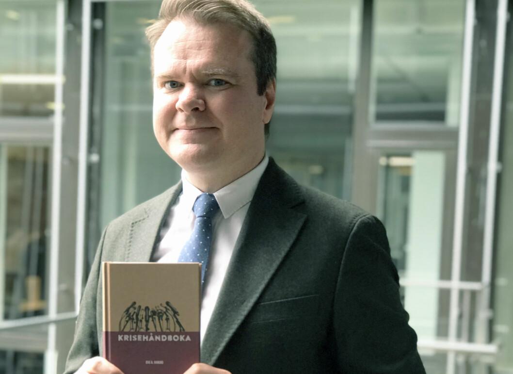 Ove Vanebo er aktuell med en ny bok om krisehåndtering.