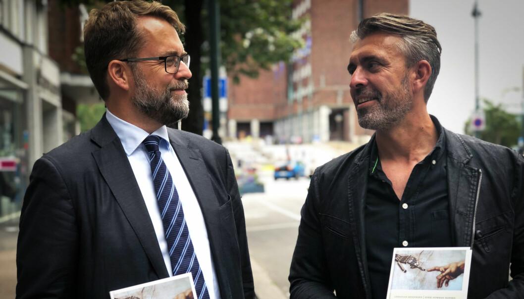 Advokat Christian Bendiksen og teknolog Eirik Norman Hansen har gitt ut en bok i fellesskap.