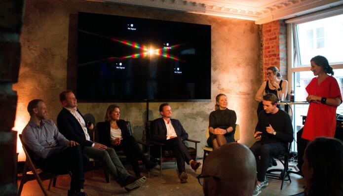 Under lanseringen ble det holdt paneldiskusjon med spørsmål fra publikum. Panelet bestod av Dag Olav Nordem (Folio), Christoffer Vedal (Protector), Heidi Beate Daaland (PwC), Torstein Bjørkgård (Frøysaa & Bjørkgård), Stine Helen Pettersen (Bing Hodneland) og Nicholas Leidenfelt (Lawbotics). Foto: Lawbotics