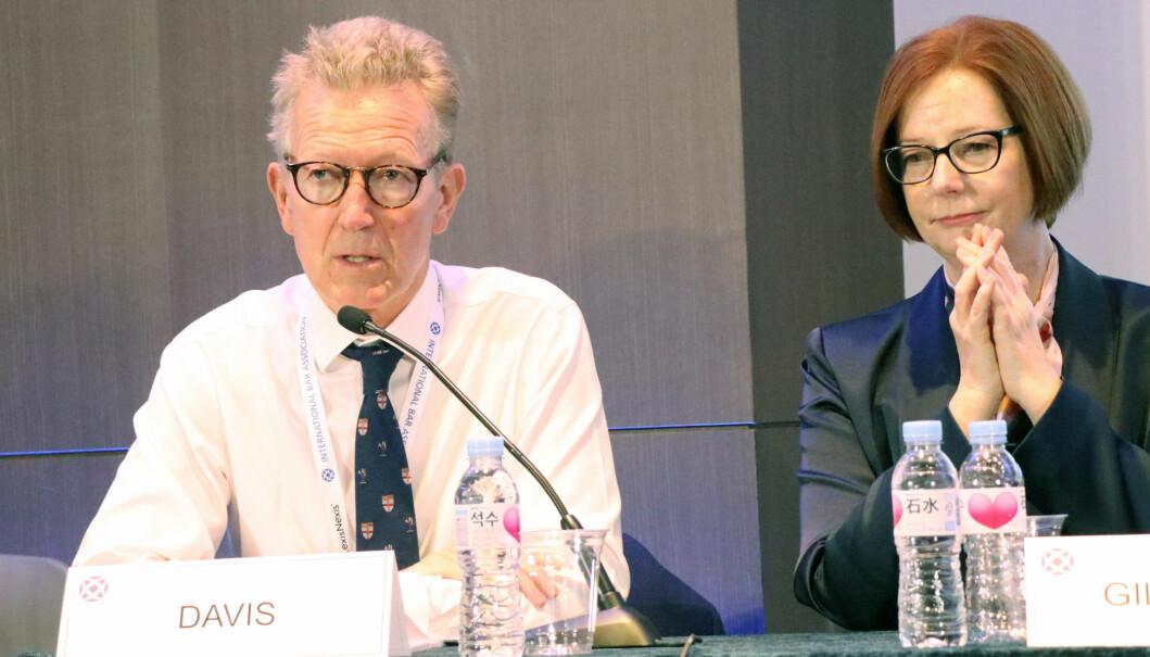 Simon Davis er leder av advokatsamfunnet i England og Wales, og debatterte temaet sammen med blant annet Julia Gillard.