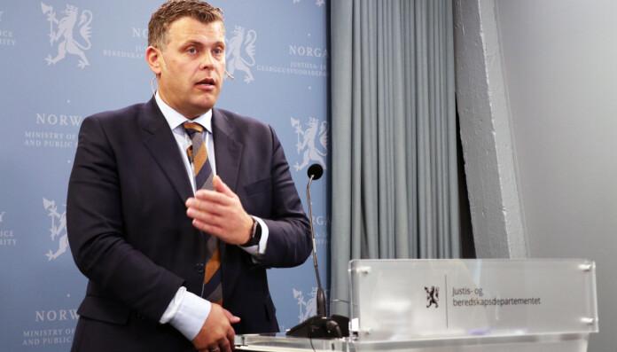 -Domstolkommisjonen har våget å tenke nytt og tatt noen dristige valg, sa justisminister Jøran Kallmyr (Frp) da første delutredning ble lansert i dag.