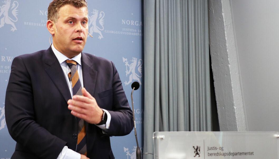 Justisminister Jøran Kallmyr vil tilby de berørte fri rettshjelp.