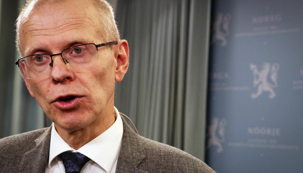 Sorenskriver i Oslo, Yngve Svendsen, er leder av Domstolkommisjonen. Her under overleveringen av rapporten på tirsdag denne uken. Foto: Thea N. Dahl