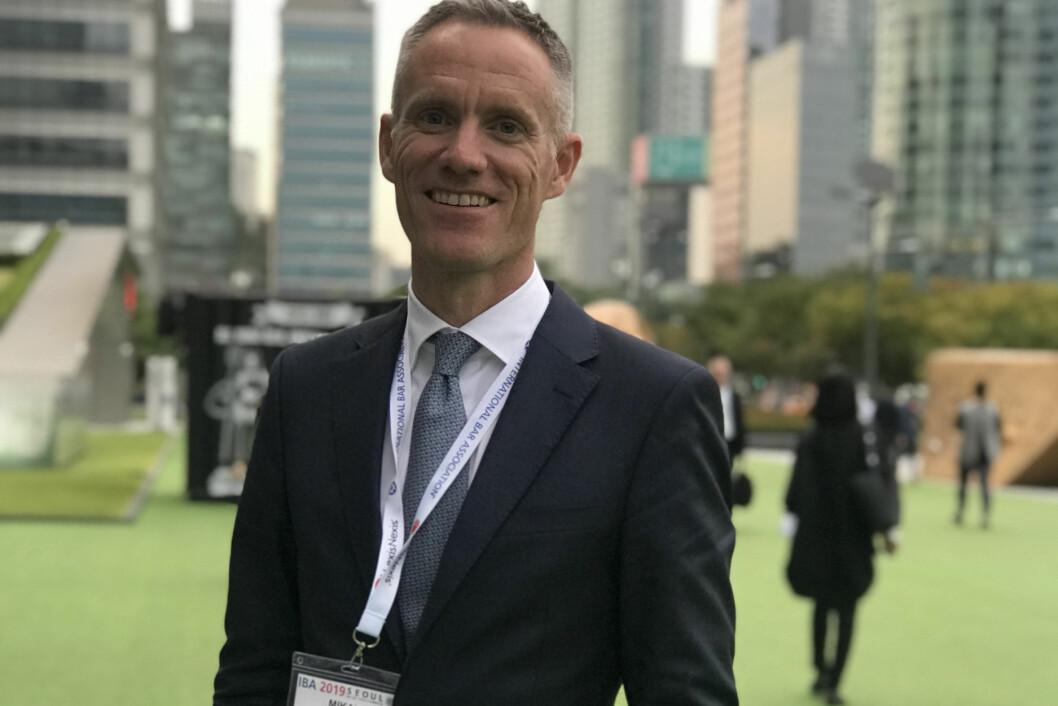 Mikal Brøndmo var blant flere norske foredragsholdere på IBA-konferansen i Seoul i slutten av september.