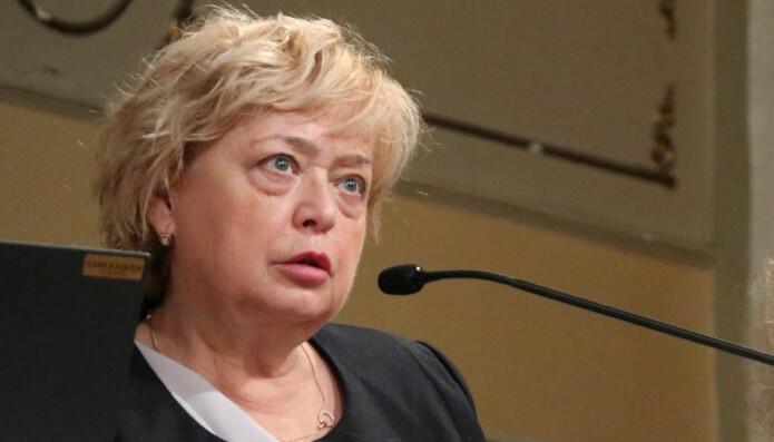 Malgorzata Gersdorf sto på talerstolen i Oslo onsdag.