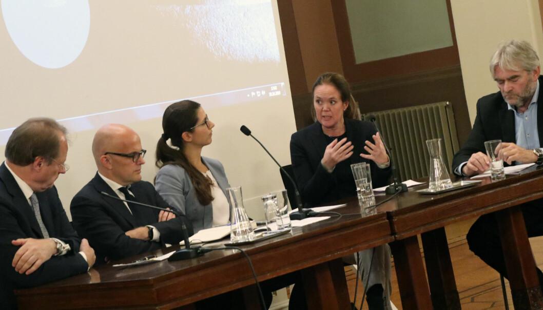 Mads Andenæs, Knut Høivik, Marte Kjørven, Margrethe Buskerud Christoffersen, og professor Ola Mestad deltok i et panel som diskuterte avtalefrihet, regulering og samfunnskontroll.